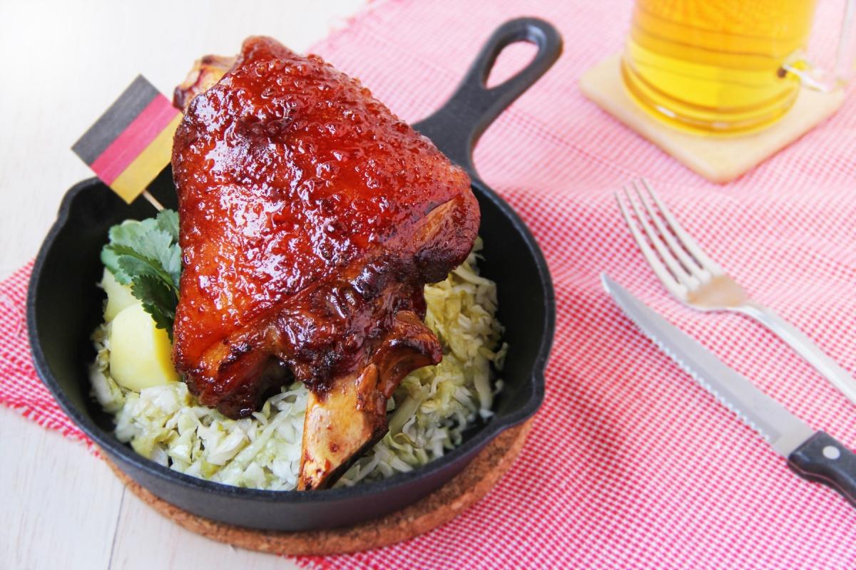 【食譜】德國黑啤蜜糖豬手・自家醃酸椰菜